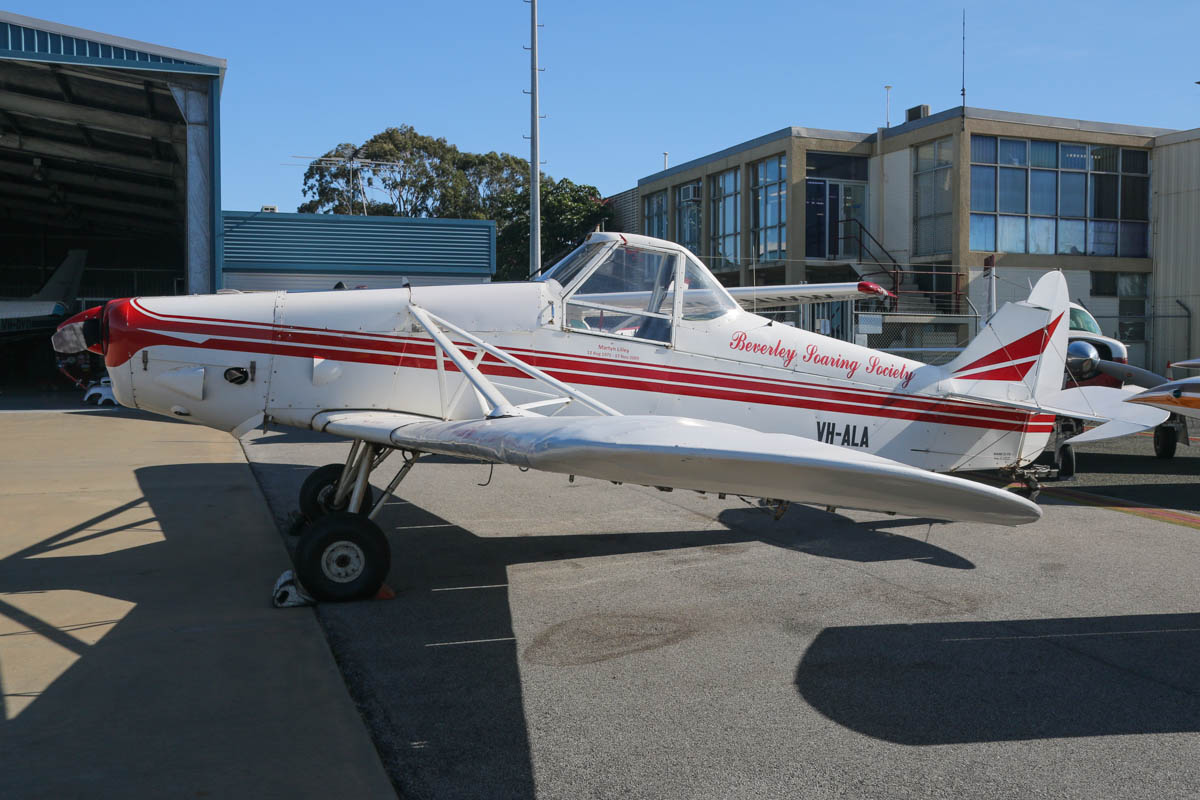 VH-ALA Piper PA-25-235 Pawnee B (MSN 25-3795) of Beverley Soaring Society Inc, Beverley, WA, at Jandakot Airport – Fri 30 May 2014. Photo © David Eyre