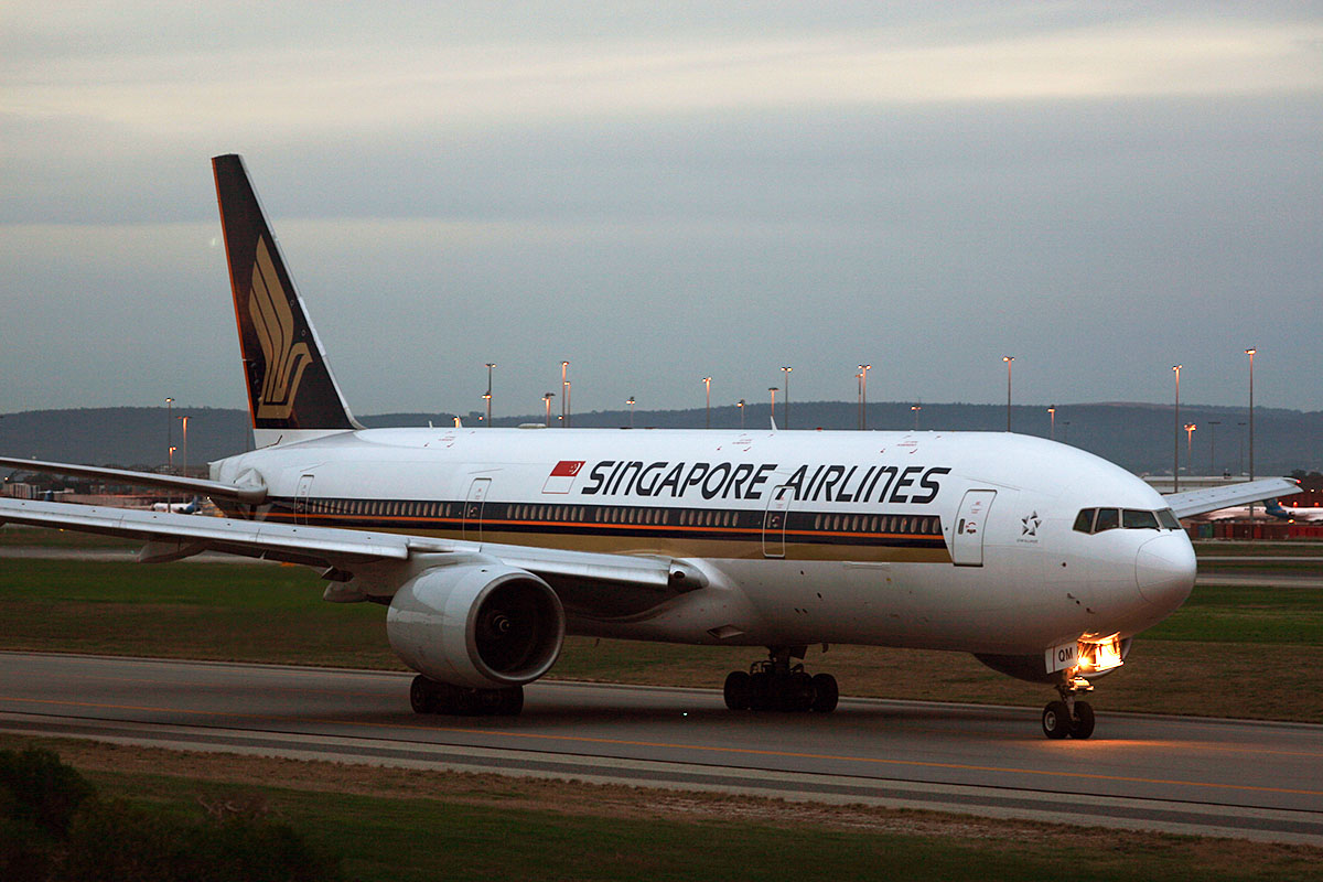 9V-SQM Boeing 777-212ER (MSN 33372/485) of Singapore Airlines at Perth Airport – Sat 31 May 2014. Photo © Matthew Hannigan