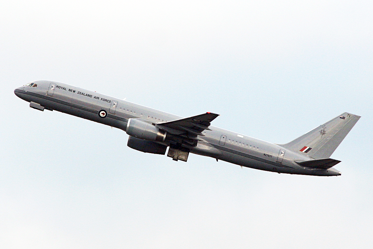 NZ-7571 Boeing 757-2k2 {MSN 26633) of Royal New Zealand Air Force at Perth Airport – Mon 2 June 2014