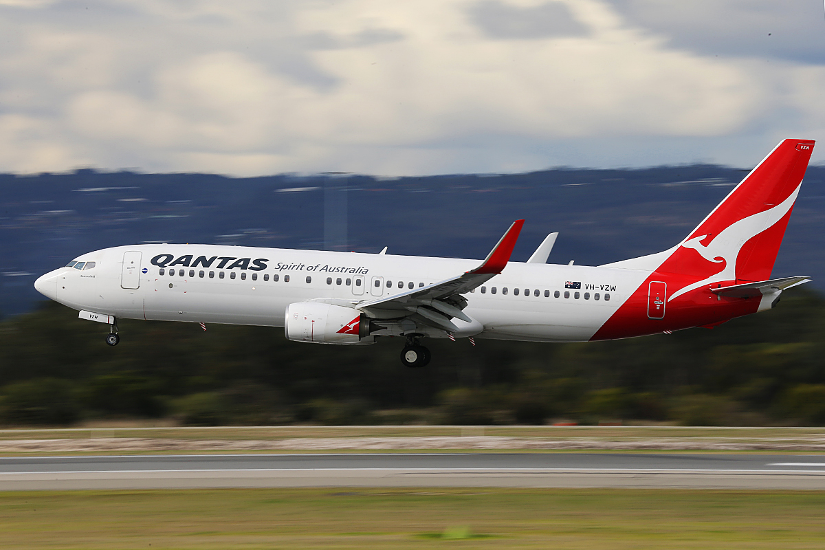 VH-VZW Boeing 737-838 (MSN 39359) of Qantas, at Perth Airport – Tuesday 3 June 2014
