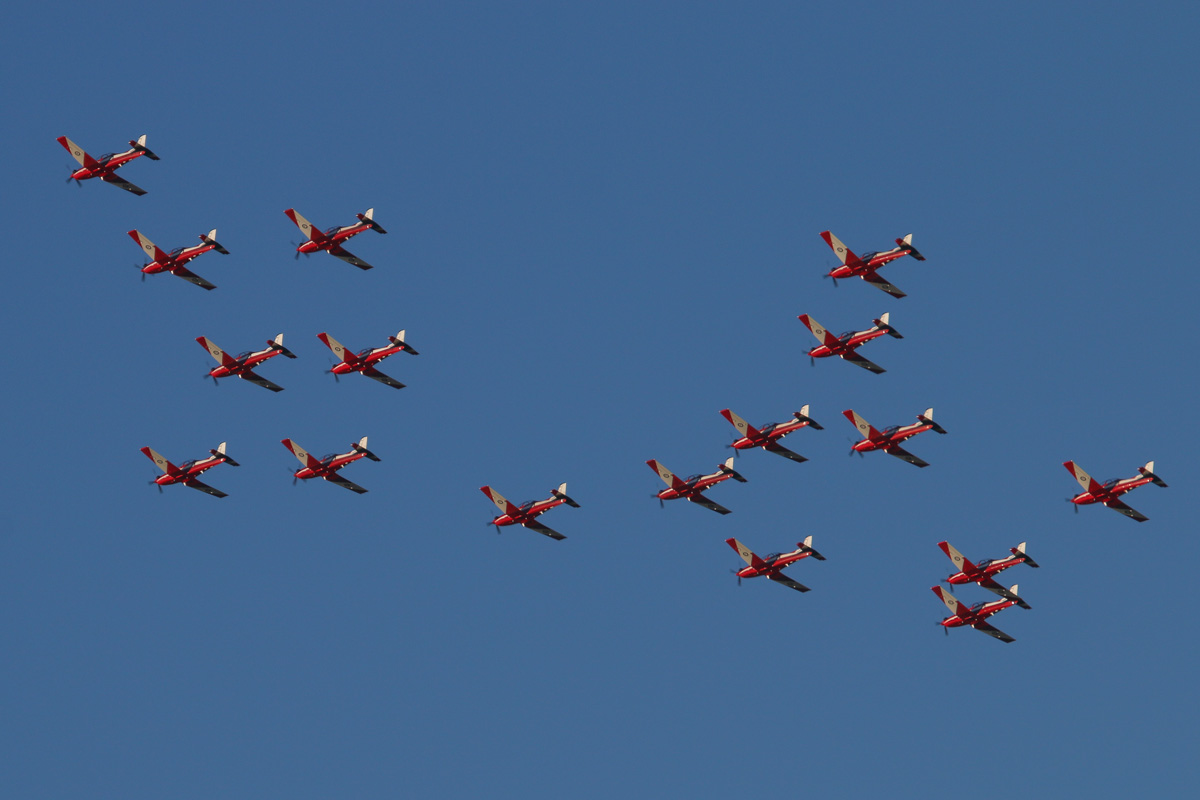 17 Pilatus PC-9/A aircraft of 2 Flying Training School (2FTS), RAAF, based at Pearce, WA, in Thunderbird formation over the northern suburbs of Perth – Wed 4 June 2014. Photo © David Eyre