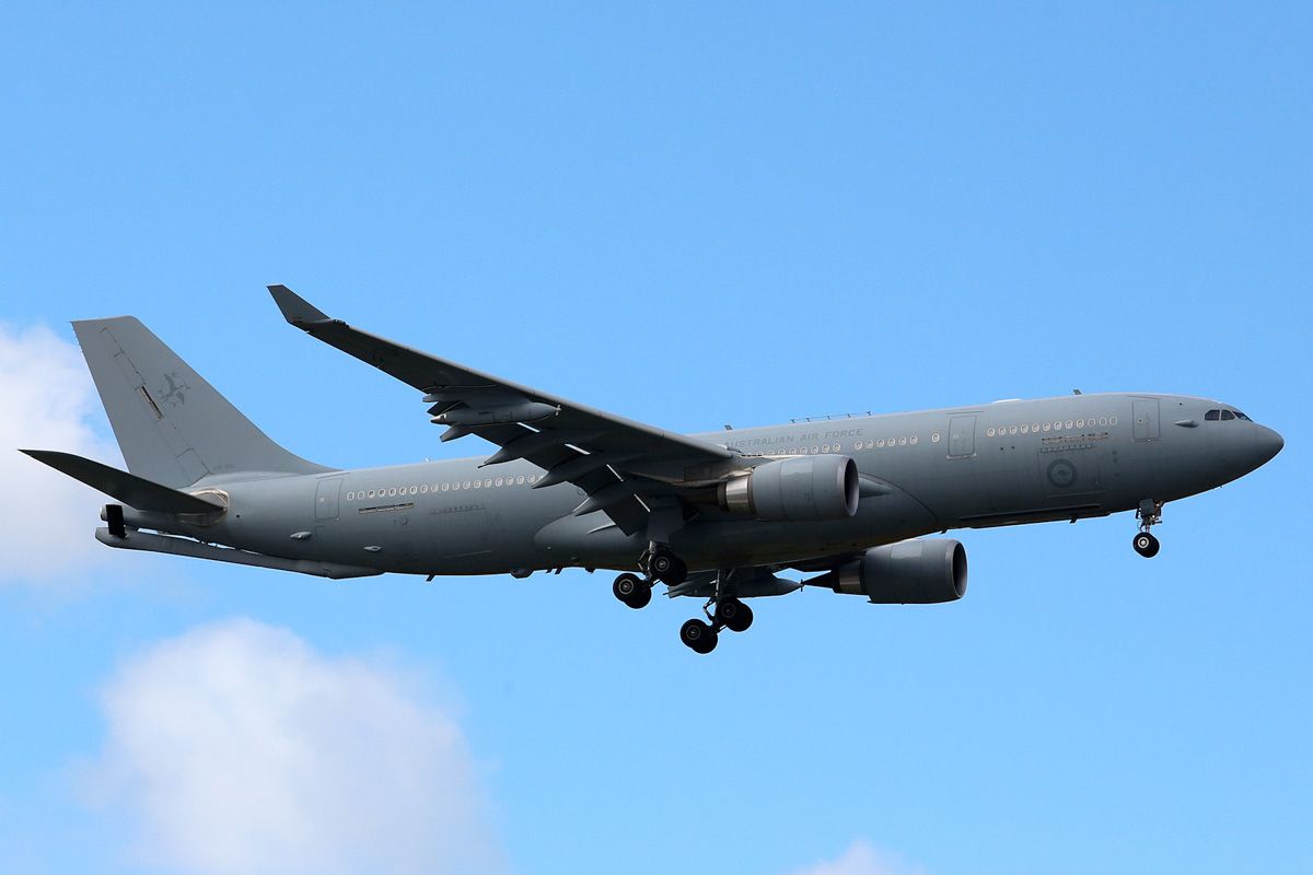A39-002 Airbus A330-203 (MSN 951) of 33 Squadron, RAAF, at Perth Airport - 22 June 2014. On final approach to runway 21 at 12:47, arriving from Canberra using callsign 'DRAGON 14'. Photo © Matt Hayes