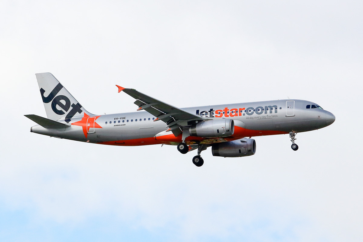 VH-VQE Airbus A320-232 (MSN 3495) of Jetstar, at Perth Airport - 22 June 2014. On final approach to runway 21 at 12:38, arriving from Melbourne as flight JQ968. Photo © Matt Hayes