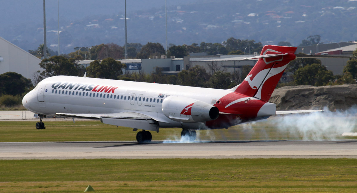 VH-NXO Boeing 717-231 (MSN 55096/5093) of QantasLink, at Perth Airport - Sun 29 June 2014. Flight QF1935 from Alice Springs, landing on runway 03 at 11:26. Photo © Steve Jaksic