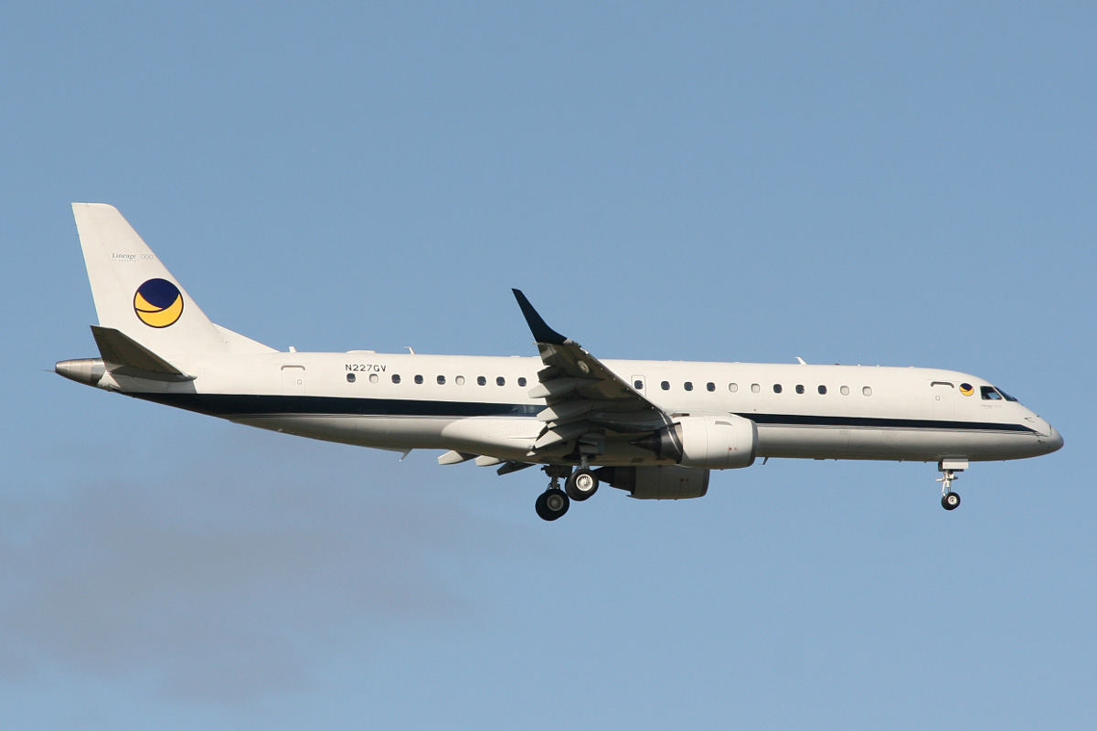 N227GV Embraer ERJ-190-100ECJ Lineage (MSN 19000159) operated by The Bank of Utah Trustee at Perth Airport - Wed 16 July 2014