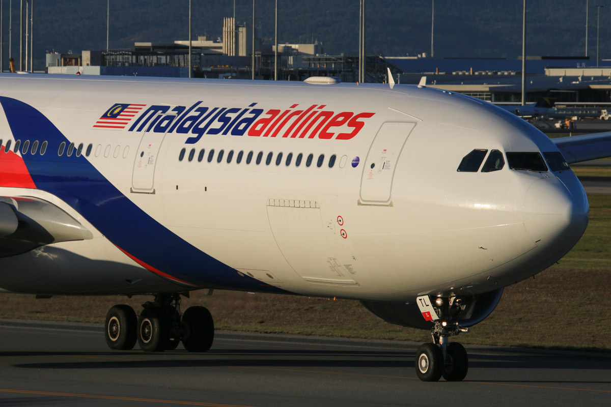 9M-MTL Airbus A330-323X (MSN 1395) of Malaysia Airlines, at Perth Airport - Thu 17 July 2014. Taxying to runway 03 at 16:45 for departure as MH124 to Kuala Lumpur. Photo © David Eyre