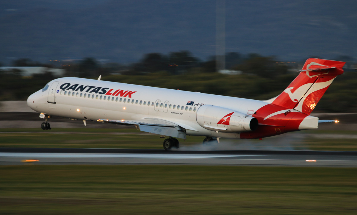 VH-NXI Boeing 717-2K9 (MSN 55054/5013) of QantasLink, at Perth Airport - Thu 17 July 2014. Landing on runway 03 at 17:30 as 'QJET 1837' from Paraburdoo. Photo © David Eyre