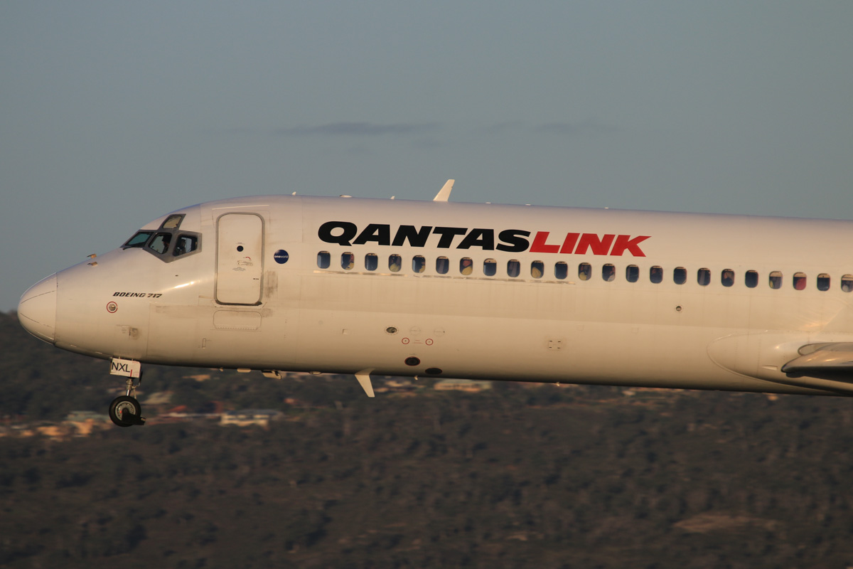 VH-NXL Boeing 717-231 (MSN 55093/5083) of QantasLink, at Perth Airport - Thu 17 July 2014. Lots of resources industry workers and their high-visibility work clothes are visible through the passenger windows. 'QJET 1901' arriving from Karratha on runway 03 at 16:52. Photo © David Eyre