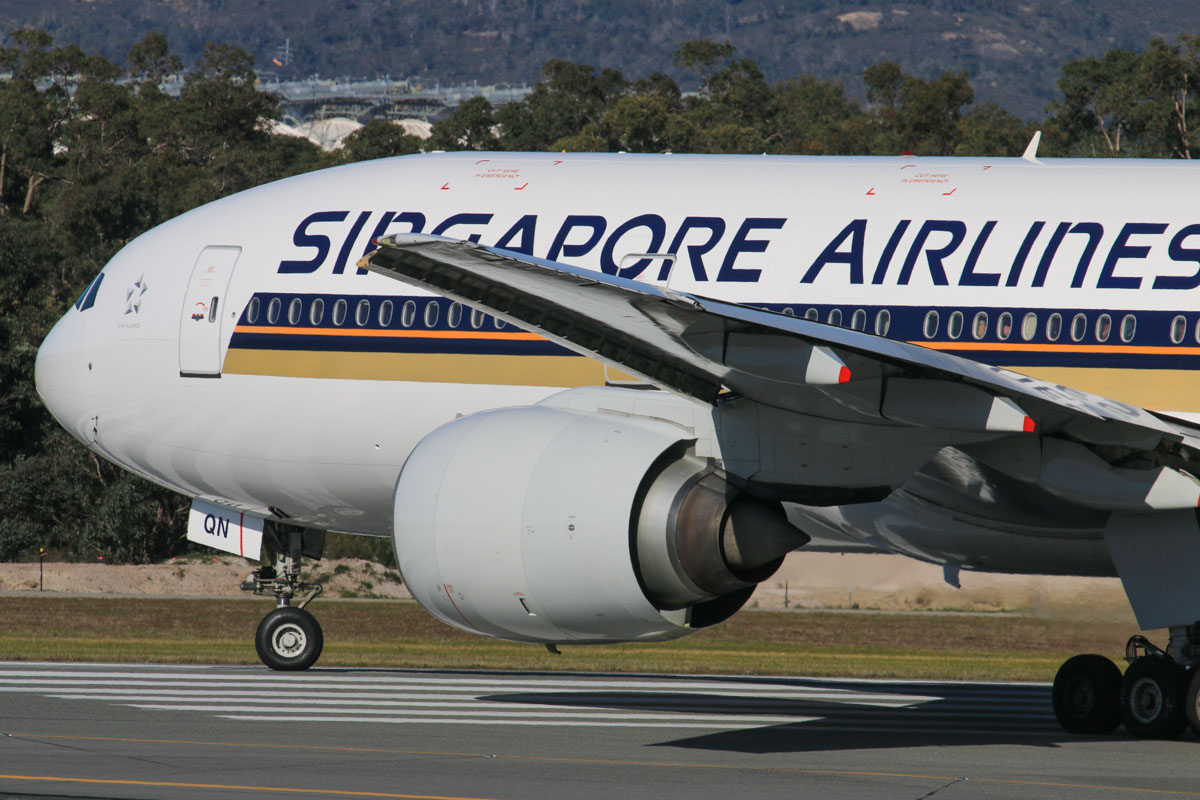 9V-SQN Boeing 777-212ER (MSN 33373/487) of Singapore Airlines, at Perth Airport – Fri 18 July 2014. Lining up on runway 03 at 14:29 as flight SQ226 to Singapore. Photo © David Eyre