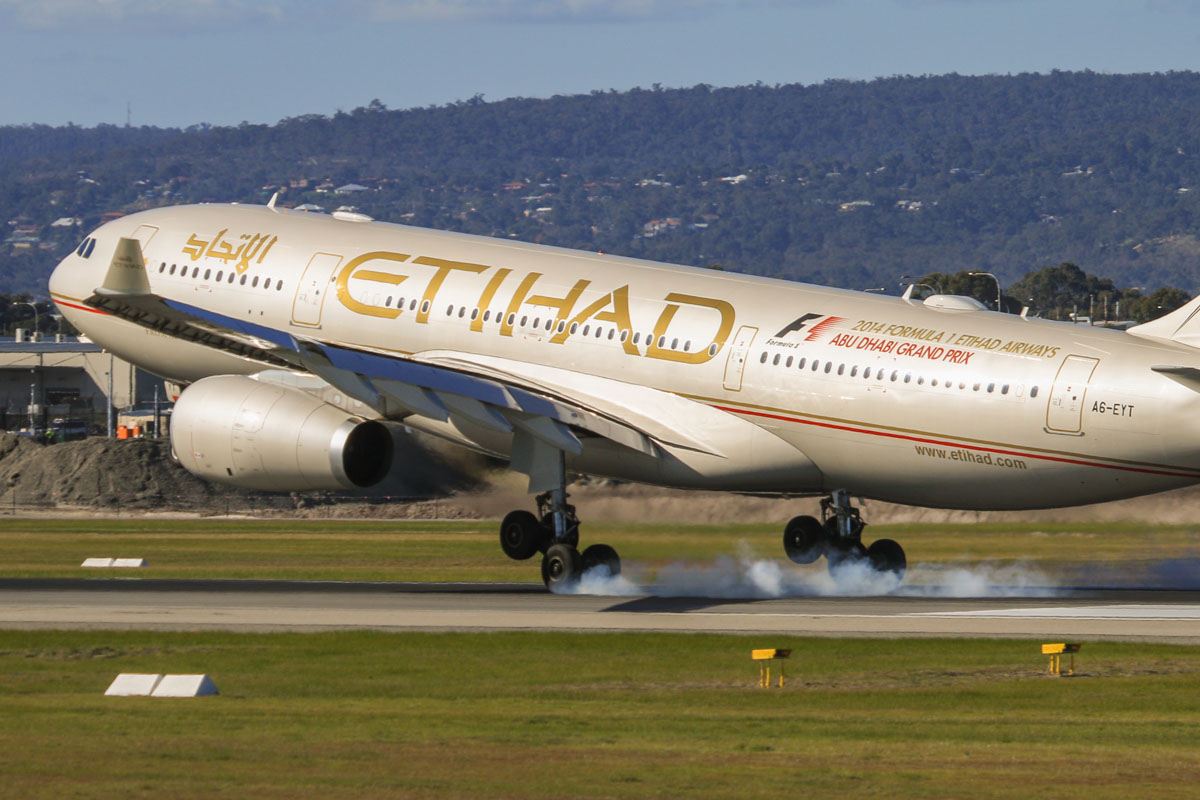 A6-EYT Airbus A330-243 (MSN 1486) of Etihad, at Perth Airport – Fri 18 July 2014. Landing on runway 03 as flight EY486 from Abu Dhabi at 14:11. Photo © David Eyre