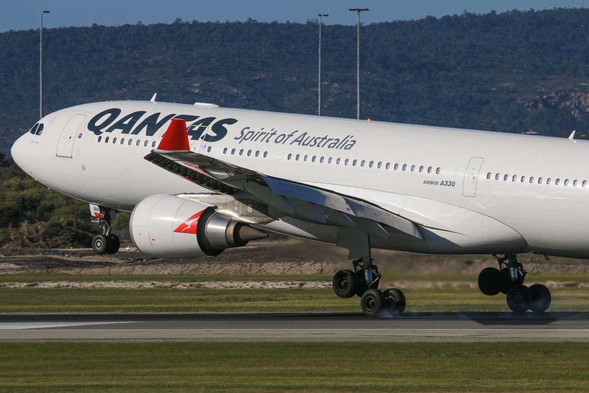 VH-EBH Airbus A330-203 (MSN 892) of Qantas, named 'Hunter Valley', at Perth Airport – Fri 18 July 2014. Landing on runway 03 at 14:50 as flight QF769 from Melbourne. Photo © David Eyre