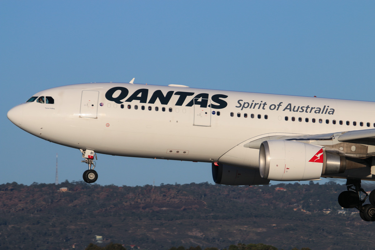 VH-EBI Airbus A330-203 (MSN 898) Qantas, named 'Yarra Valley', at Perth Airport – Fri 18 July 2014. Landing on runway 03 as QF777 from Melbourne at 16:39. Photo © David Eyre