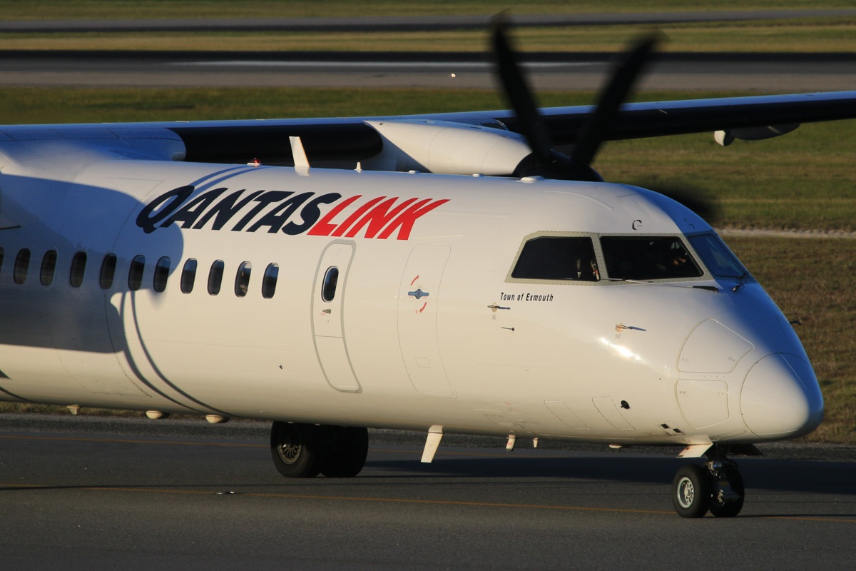 VH-LQG Bombardier DHC-8-402NG Dash 8 Q400 (MSN 4376) of QantasLink, named 'Town of Exmouth', at Perth Airport – Fri 18 July 2014. Taxying to runway 03 at 16:45 as QF438D to Geraldton. Photo © David Eyre
