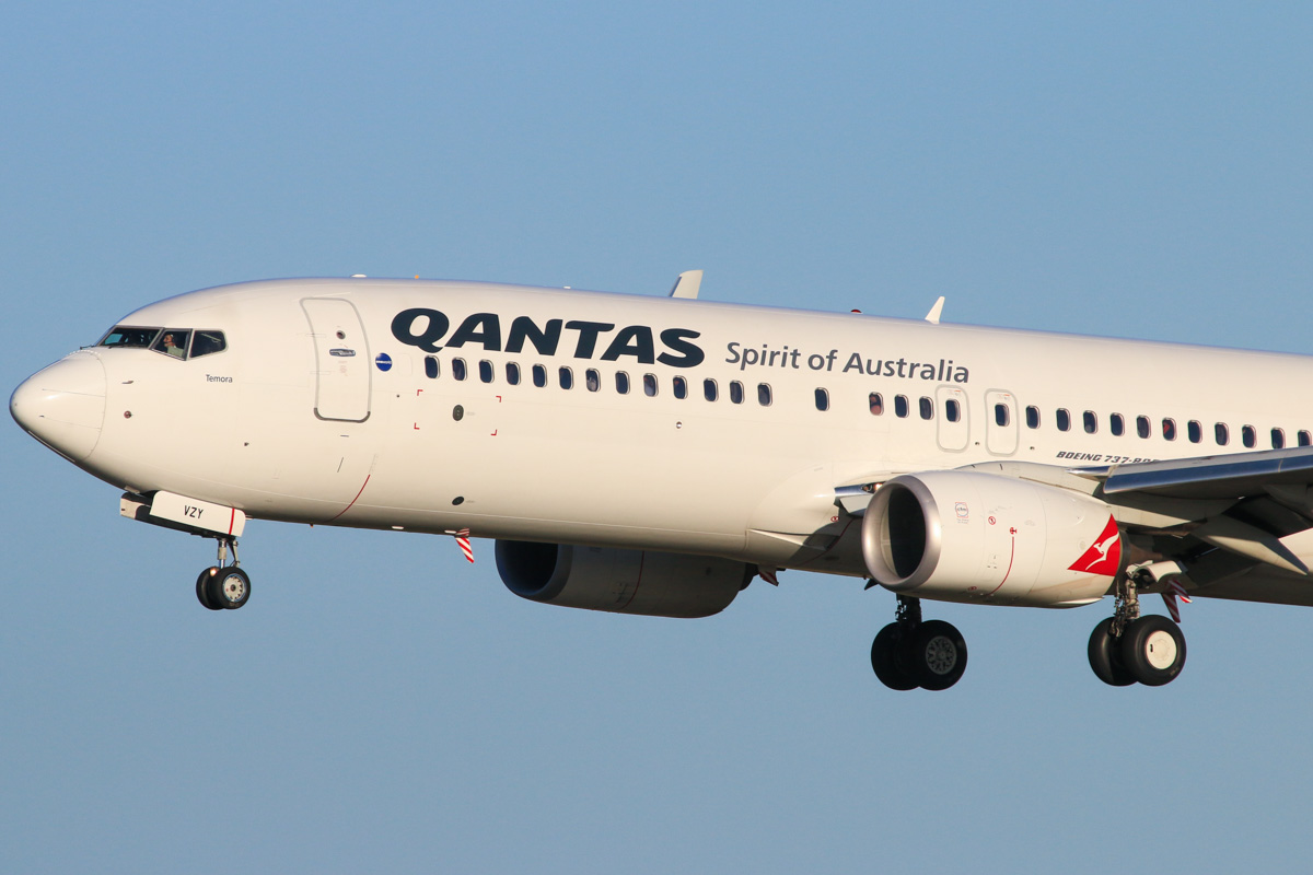 VH-VZY Boeing 737-838 (MSN 39363/3944) of Qantas, named 'Temora', at Perth Airport – Fri 18 July 2014. Landing on runway 03 as QF585 from Adelaide at 16:27. Photo © David Eyre