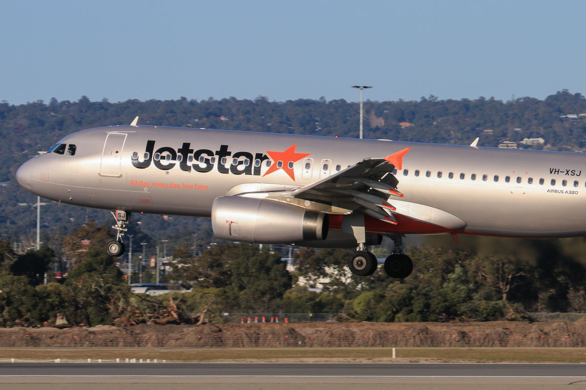 VH-XSJ Airbus A320-232 (MSN 5482) of Jetstar, at Perth Airport – Fri 18 July 2014. Formerly 9V-JST with Jetstar Asia (Singapore). Landing on runway 03 as JQ974 from Adelaide at 16:02. Photo © David Eyre