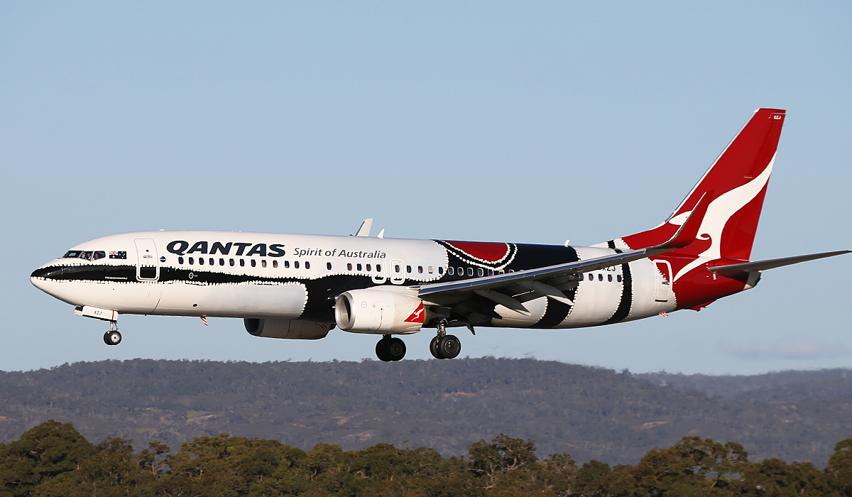"VH-XZJ Boeing 737-838 (MSN 39365/4669) of Qantas, in ""Mendoowoorrji"""" Aboriginal art livery, at Perth Airport – Fri 18 July 2014."