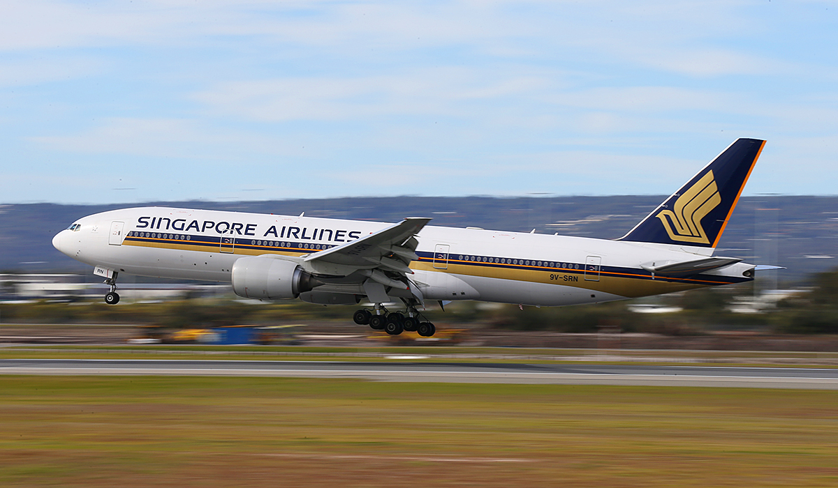 9V-SRN Boeing 777-212ER (MSN 32318) of Singapore Airlines at Perth Airport – Sat 19 July 2014