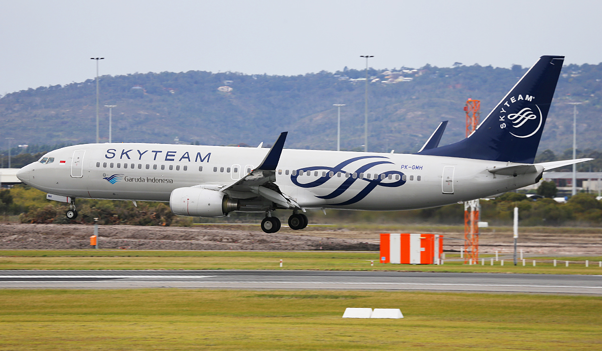 PK-GMH Boeing 737-8U3 (MSN 30142/3213) of Garuda Indonesia, in SkyTeam livery, at Perth Airport – Fri 18 April 2014.