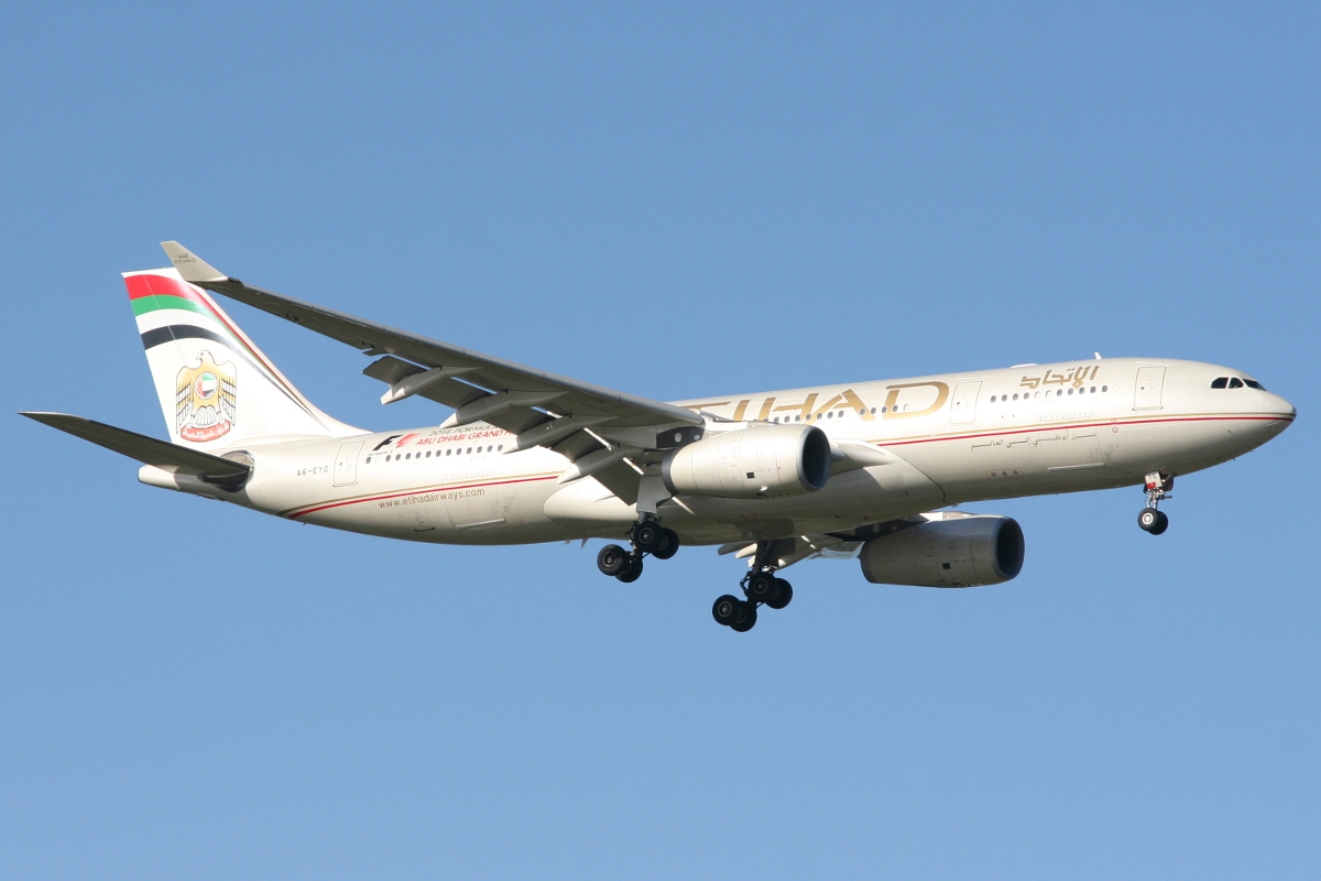 A6-EYG Airbus A330-243 (MSN 724) of Etihad Airways at Perth Airport – Mon 28 July 2014.
