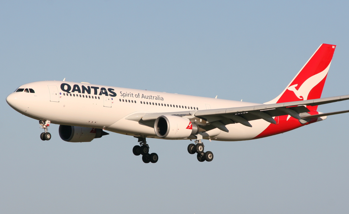 VH-EBB Airbus A330-201 (MSN 522) of Qantas at Perth Airport – Friday 1 August 2014