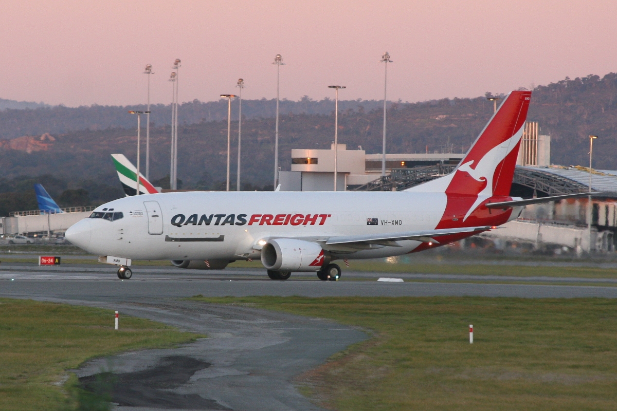 VH-XMO Boeing 737-376 (MSN 23488) of Qantas Airways, operated by Express Freighters Australia Pty Ltd