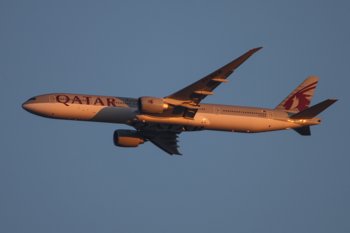 A7-BAW Boeing 777-3DZER (MSN 41741/1071) named 'Rawdat Hotan', of Qatar Airways, over the northern suburbs of Perth - Sat 9 August 2014. Flight QR900 from Doha, heading north east over the northern suburbs of Perth at 2,900 feet, before turning right to join the approach to Perth Airport's runway 21. Photo © David Eyre
