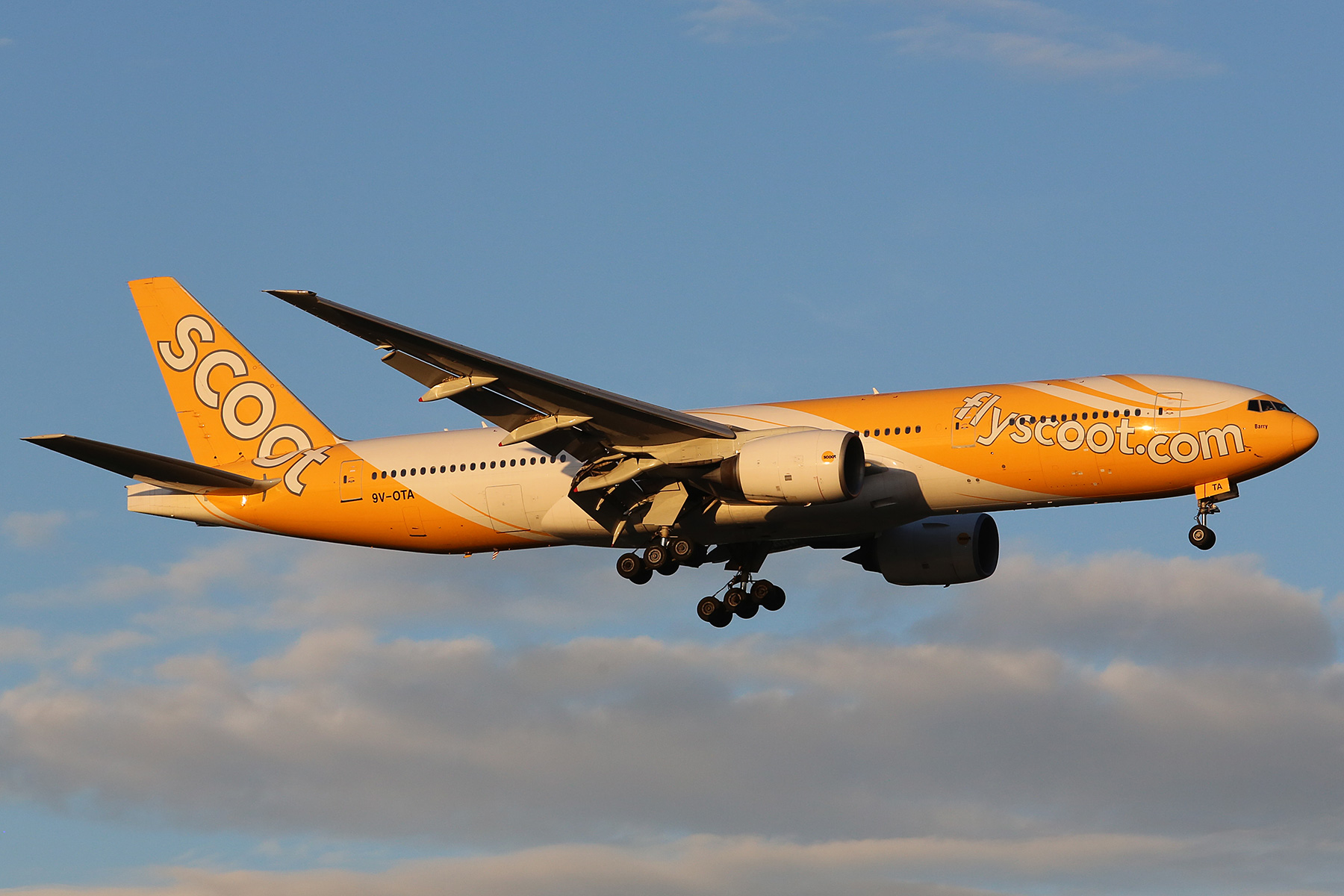 9V-OTA Boeing 777-212ER (MSN 28507/67) of Scoot, named 'Barry', at Perth Airport – Sat 16 Aug 2014.