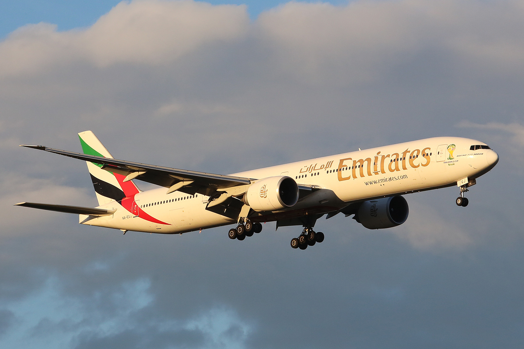 A6-EGJ Boeing 777-31HER (MSN 38989) of Emirates at Perth Airport – Sat 16 Aug 2014.