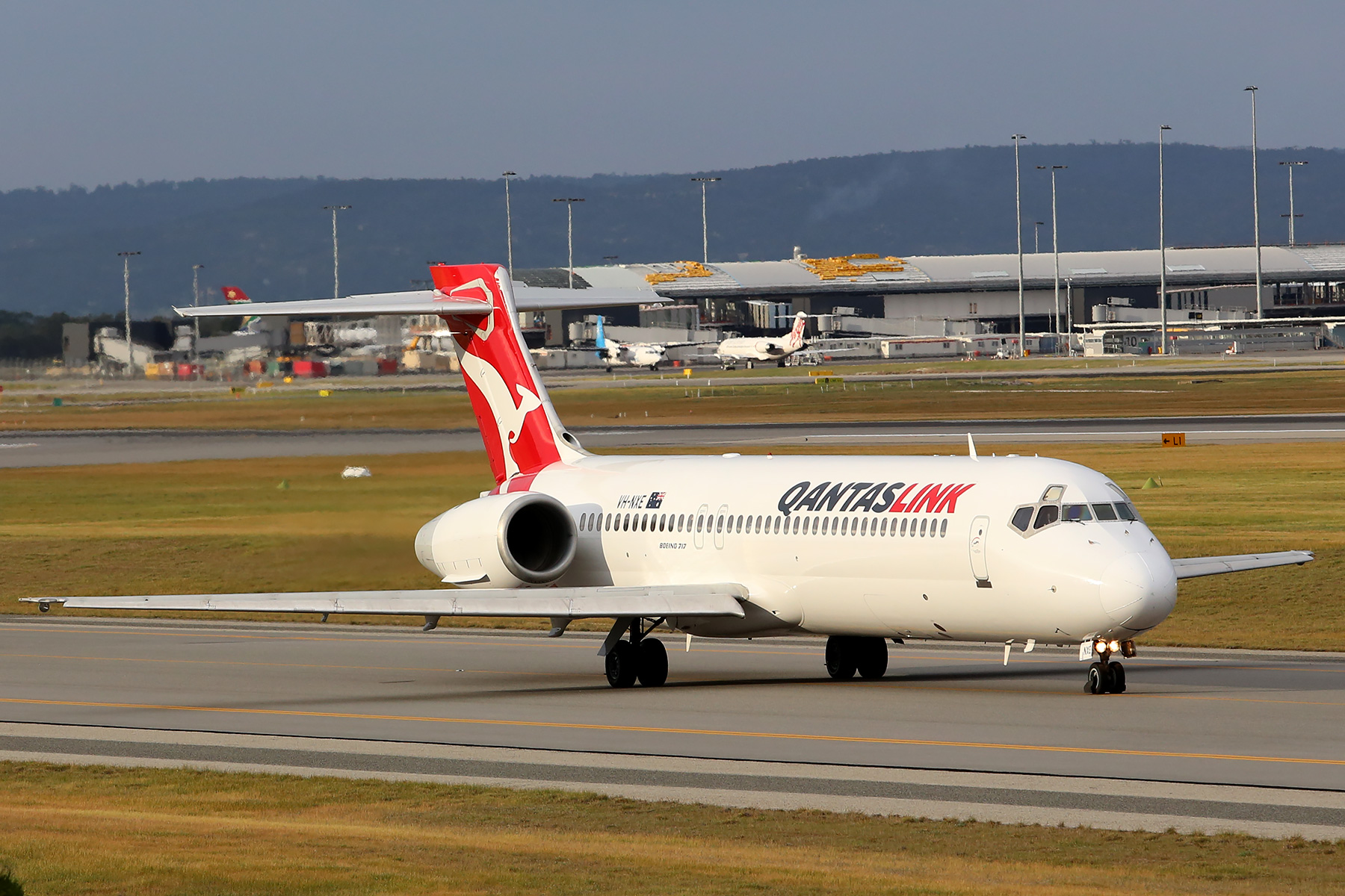 VH-NXE Boeing 717-200 (MSN 55063) of Qantas Link at Perth Airport – Sun 17 August 2014.