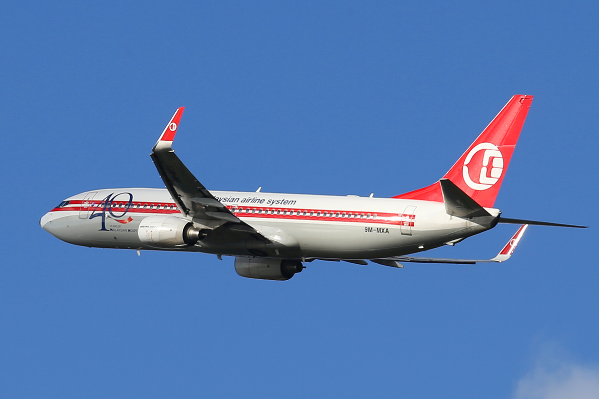 """9M-MXA Boeing 737-8H6 (MSN 40128/3421) of Malaysia Airlines, special retro colours, with """"40 Years of Malaysia Hospitality 1972-2012"""" titles, at Perth Airport - Wed 20 Aug 2014."""