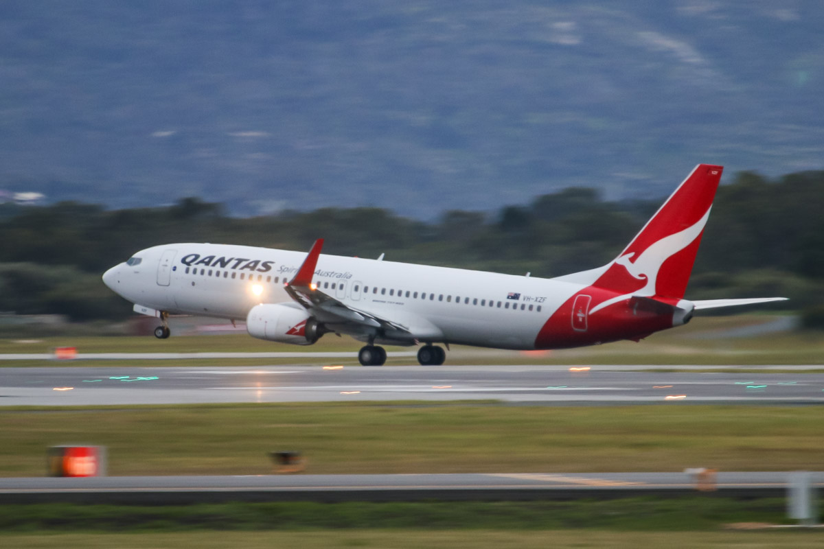 VH-XZF Boeing 737-838 (MSN 39370/4450) of Qantas, named 'Cygnet', at Perth Airport – Tue 2 September 2014. Flight QF908 to Karratha, taking off from runway 21 at 6:46am. Photo © David Eyre