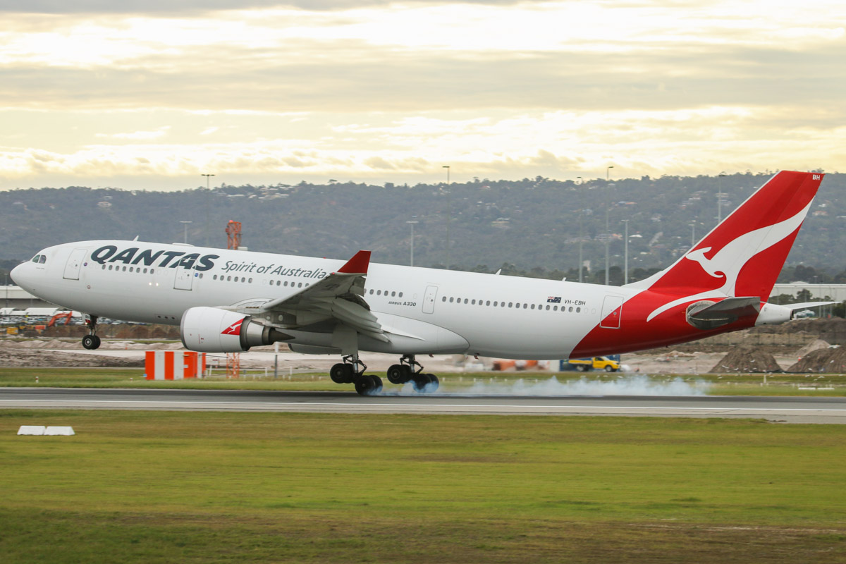 VH-EBH Airbus A330-203 (MSN 892) of Qantas, named 'Hunter Valley' at Perth Airport – Fri 5 September 2014. QF775 from Melbourne, landing on runway 03 at 8:12am. Photo © David Eyre
