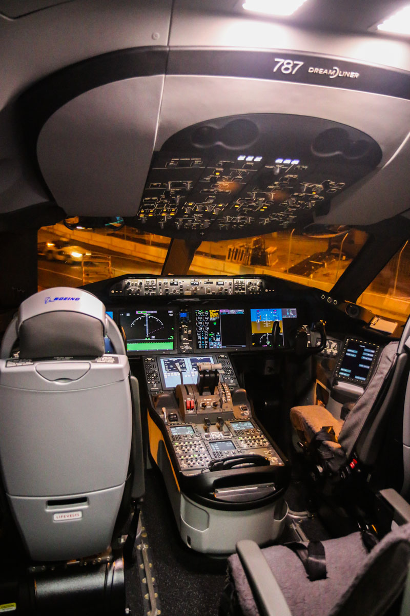 Flight deck of ZK-NZE Boeing 787-9 Dreamliner (MSN 34334/169) of Air New Zealand, at Perth Airport – Fri 12 Sept 2014. The first visit to Perth by a Boeing 787 Dreamliner. Photo © David Eyre