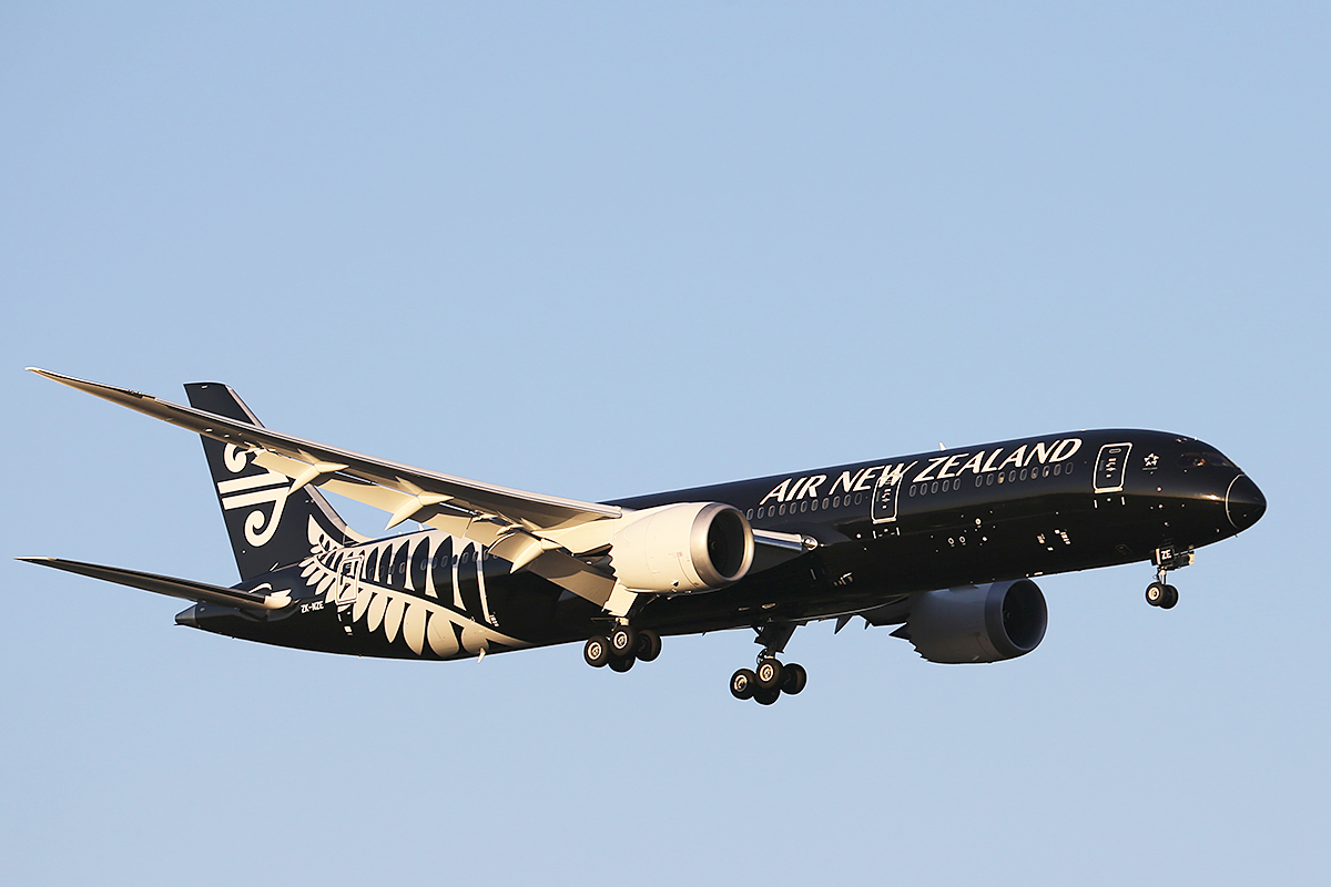 ZK-NZE Boeing 787-9 Dreamliner (MSN 34334) of Air New Zealand at Perth Airport – 12 Sept 2014.