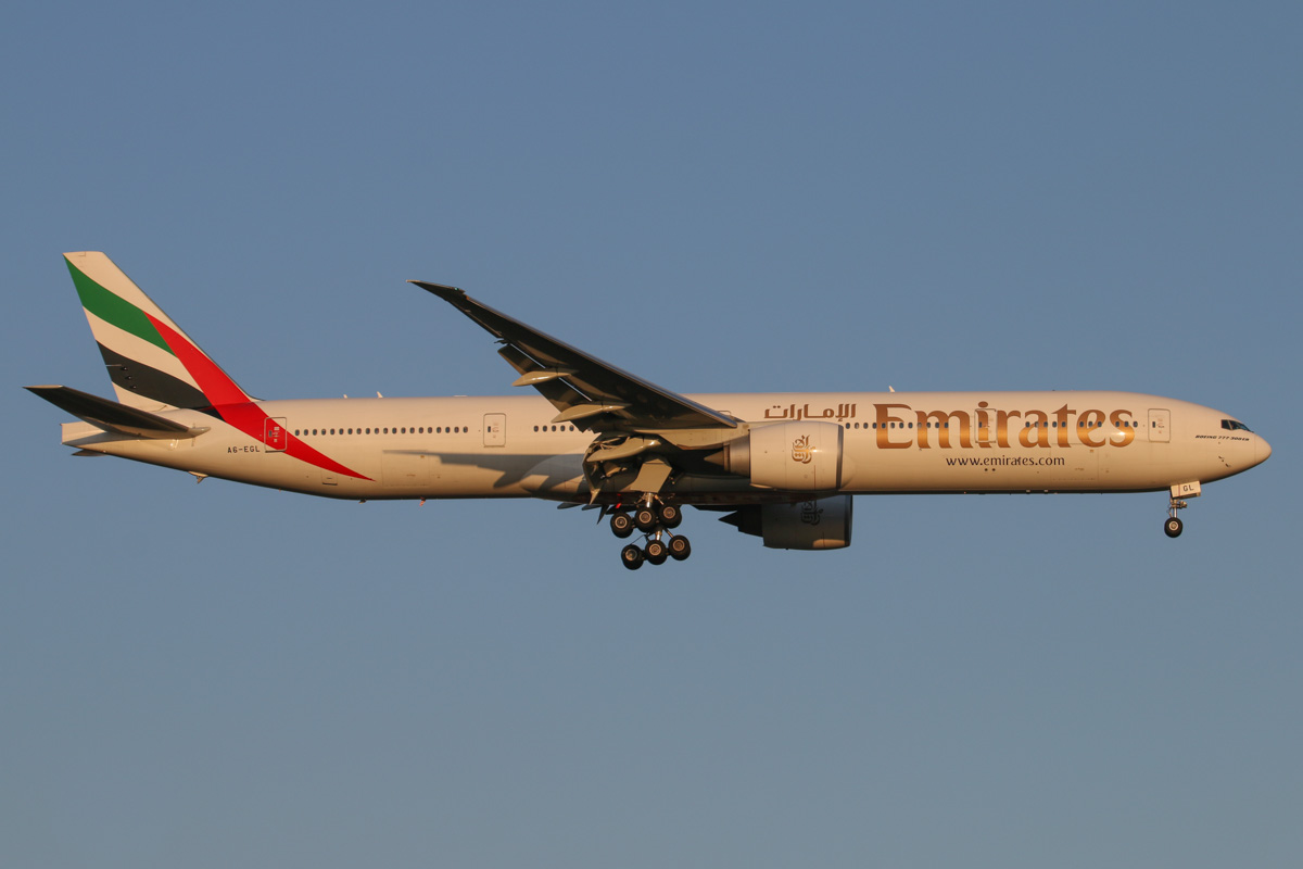 A6-EGL Boeing 777-31HER (MSN 41072/985) of Emirates at Perth Airport - Mon 15 September 2014. Flight EK420 from Dubai, on final approach to runway 21 at 5:30pm. Photo © David Eyre