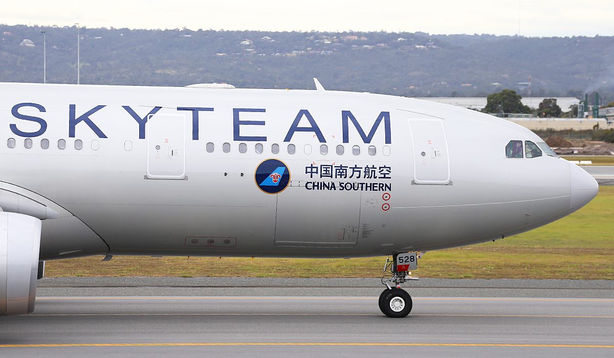 B-6528 Airbus A330-223 (MSN 1202) of China Southern, in SkyTeam livery, at Perth Airport – Fri 5 Sept 2014.