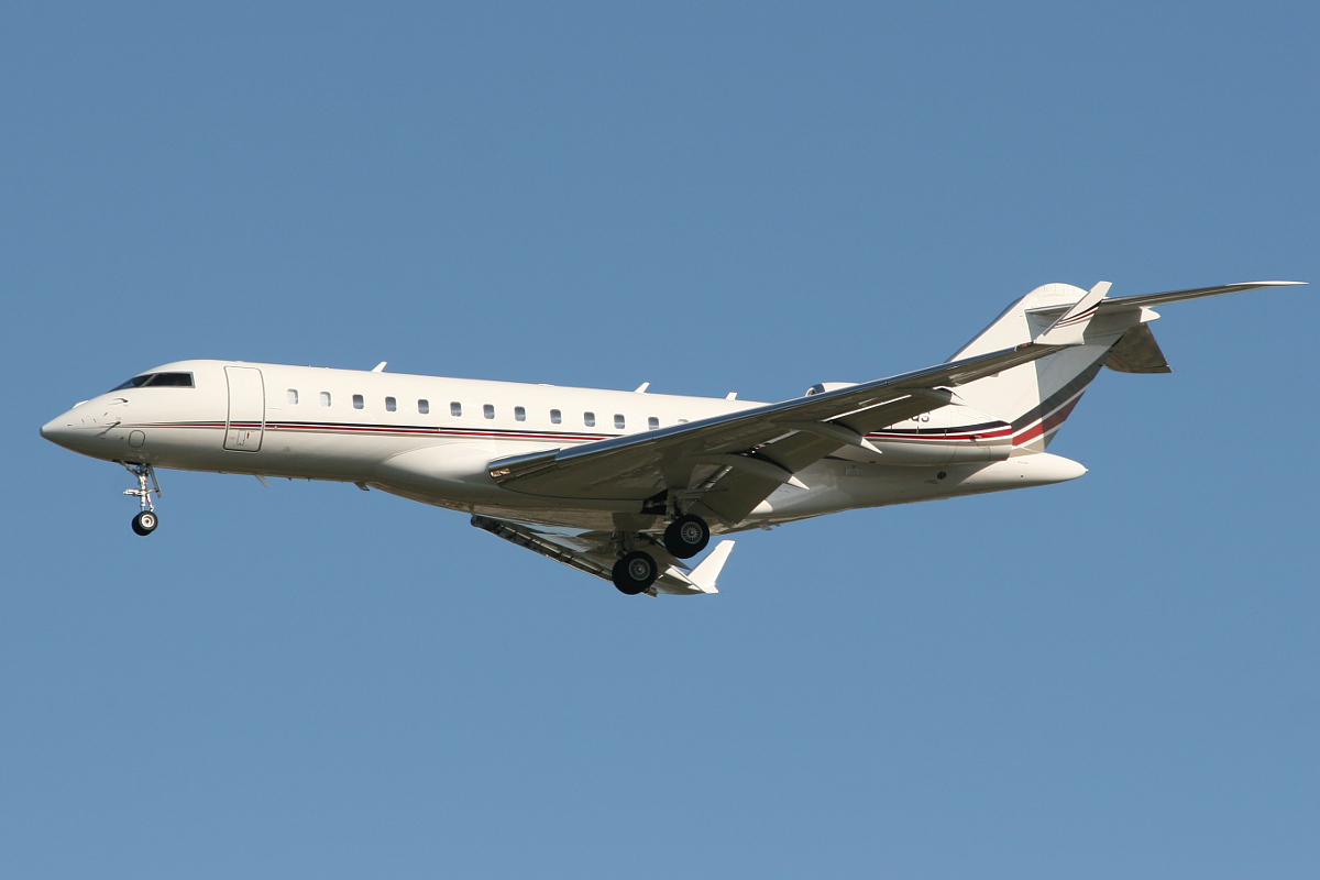 N142QS Bombardier BD-700-1A10 Global 6000 (MSN 9485) of NetJets at Perth Airport – Wed 17 Sept 2014.