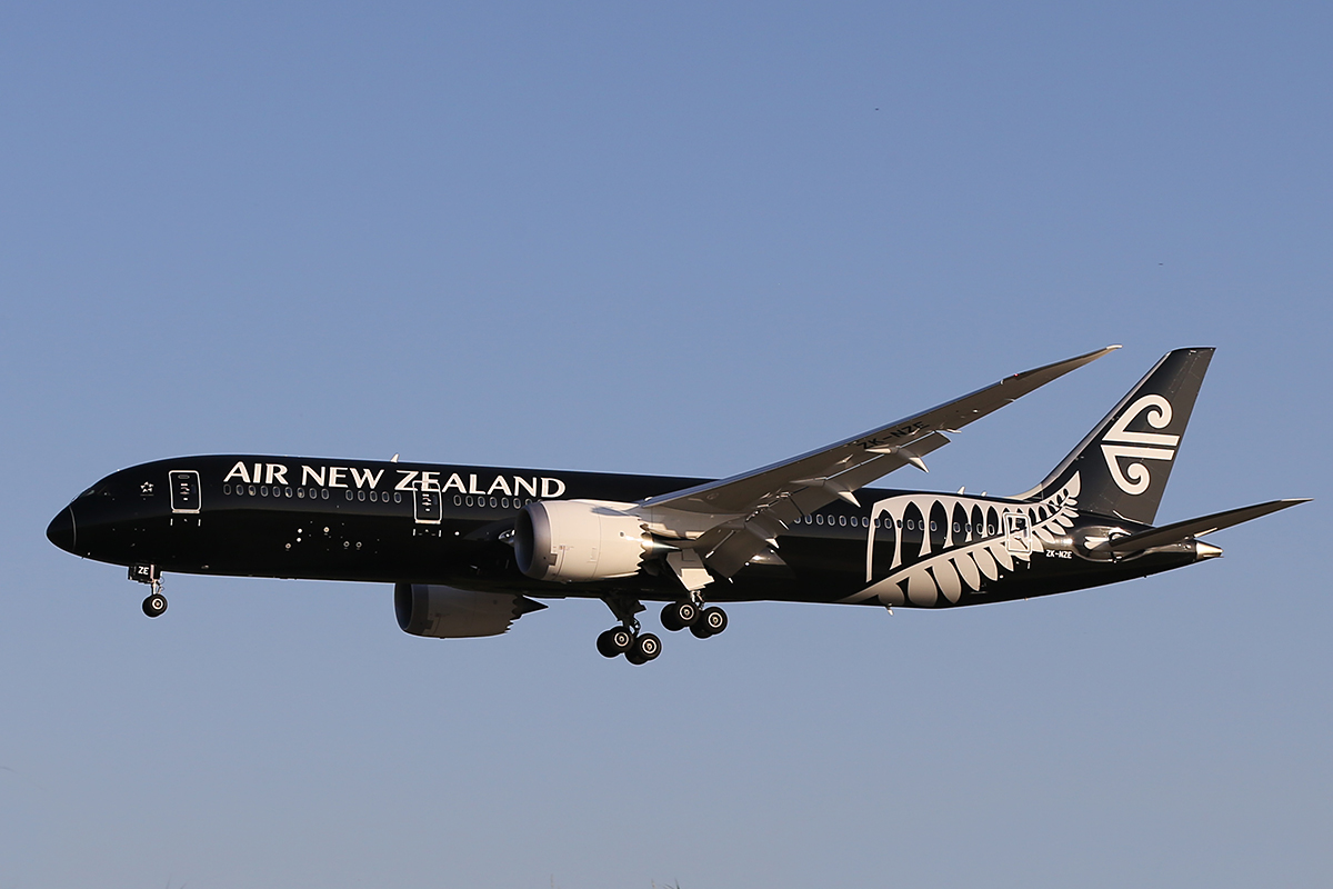 ZK-NZE Boeing 787-9 Dreamliner (MSN 34334) of Air New Zealand at Perth Airport – 20 Sept 2014.