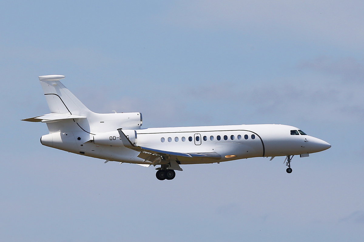 OO-LMG Dassault Falcon 7X (MSN 152) of Abelag Aviation at Perth Airport – Wed 24 Sept 2014.