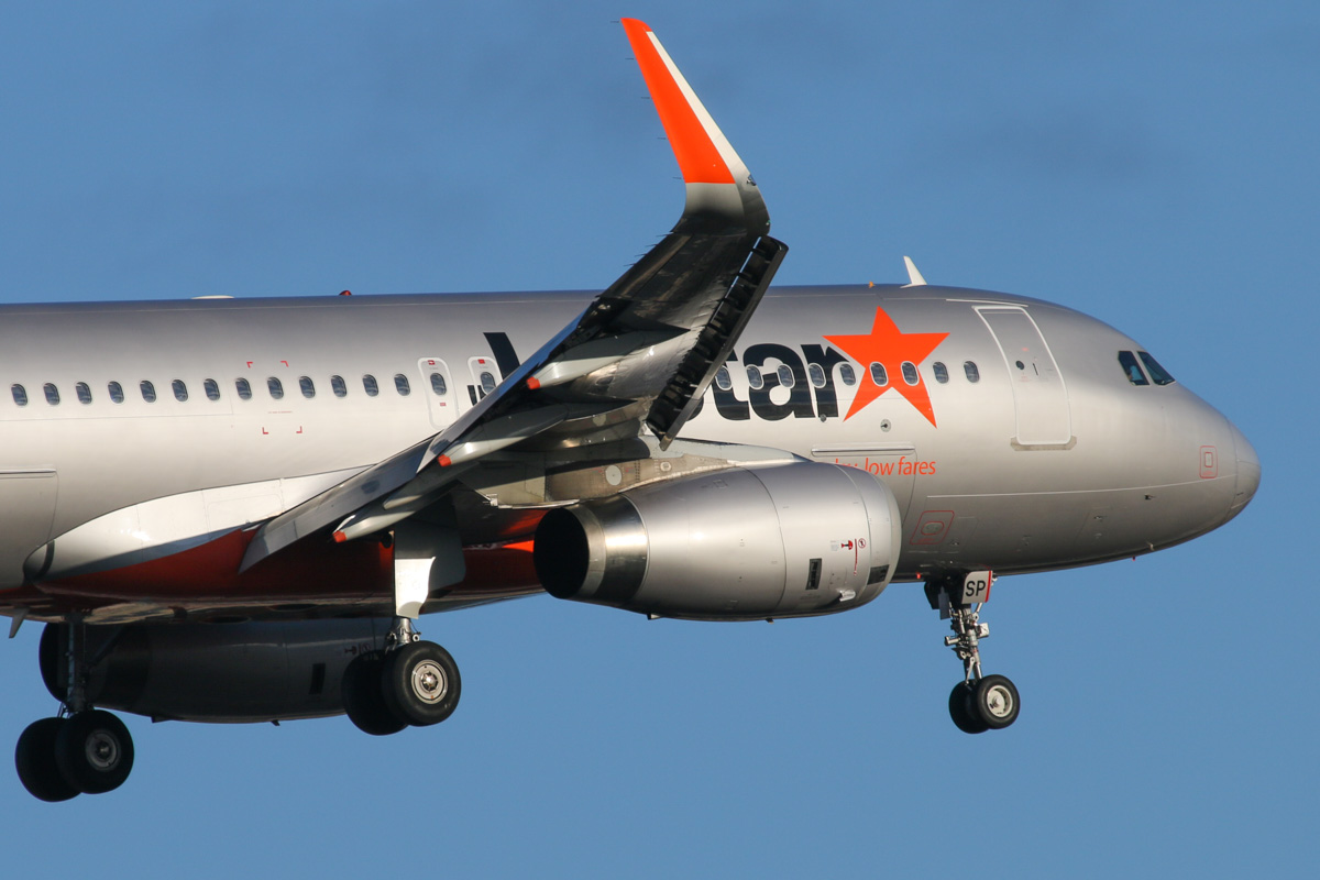 9V-JSP Airbus A320-232 (sharklets) (MSN 5323) of Jetstar Asia, at Perth Airport - Fri 26 September 2014. Flight 3K133 from Singapore, on final approach to runway 03 at 7:08am. Photo © David Eyre