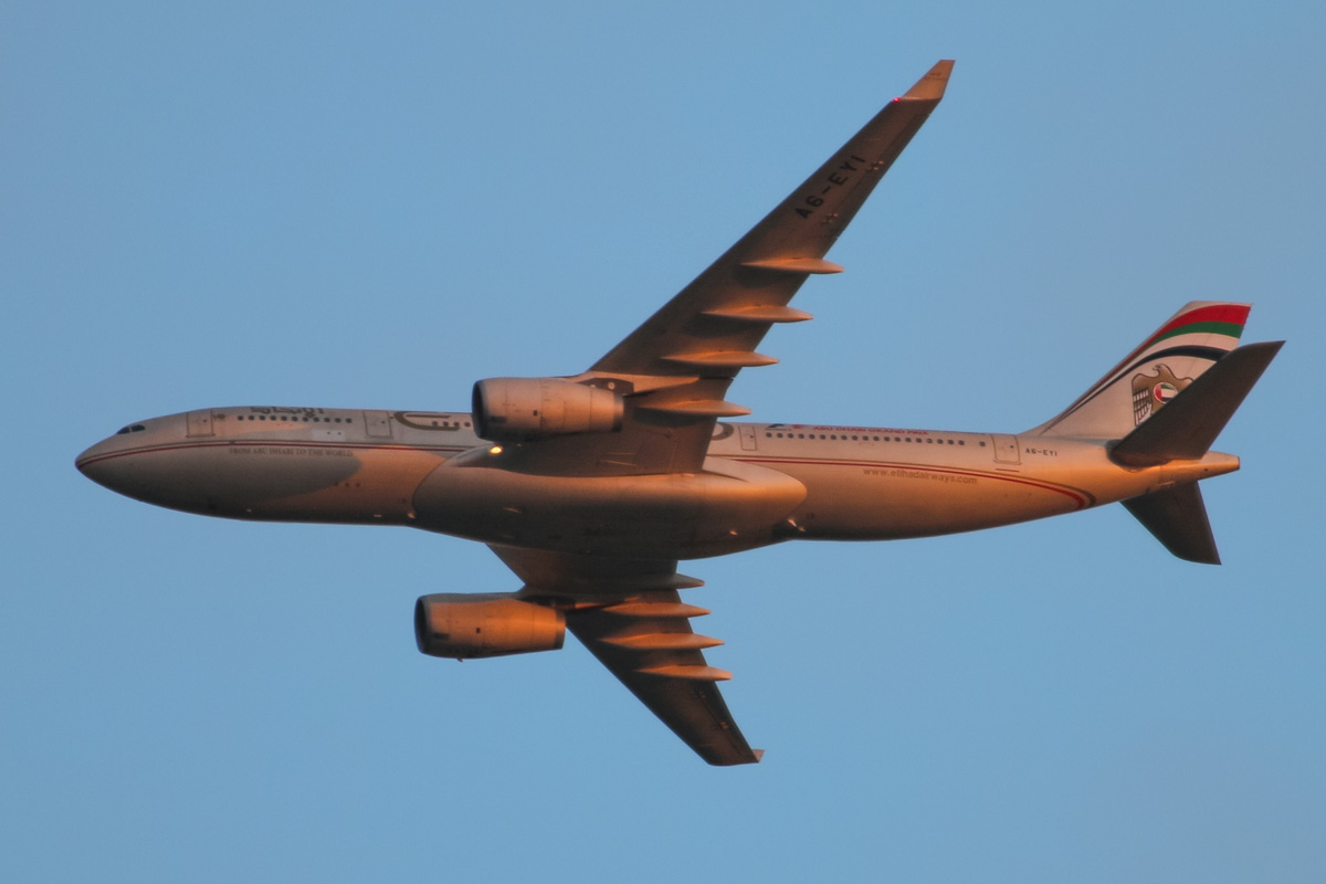 A6-EYI Airbus A330-243 (MSN 730) of Etihad Airways, over the northern suburbs of Perth - Sun 28 September 2014. Running late - normally due to land at 1pm, flight EY486 from Abu Dhabi is seen here at 6:10pm flying north east at 2,900 feet over the northern suburbs of Perth, turning right to join the approach for Perth Airport's runway 21. Photo © David Eyre