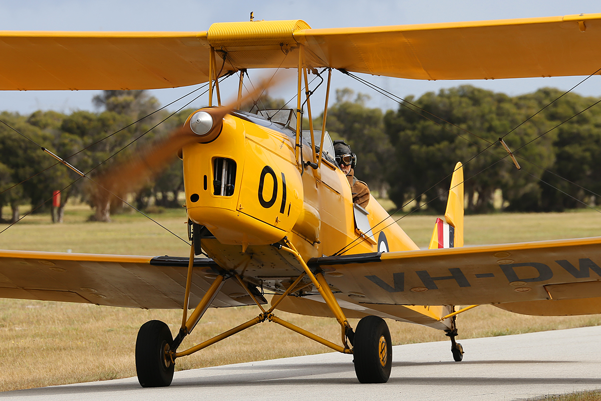 VH-DWD De Havilland DH-82A Tiger Moth at Serpentine Airfield – Sun 28 Sept 2014.