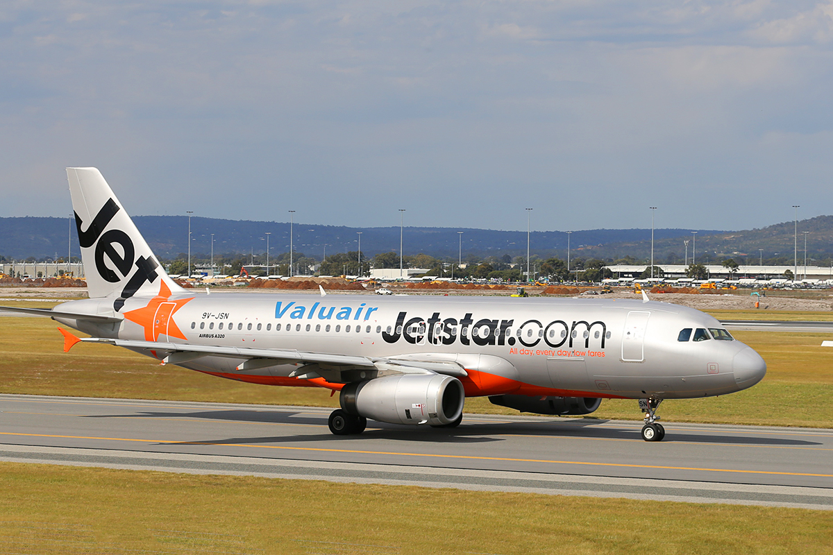 9V-JSN Airbus A320-232 (MSN 4914) of Jetstar Asia at Perth Airport – Wed 1 Oct 2014.