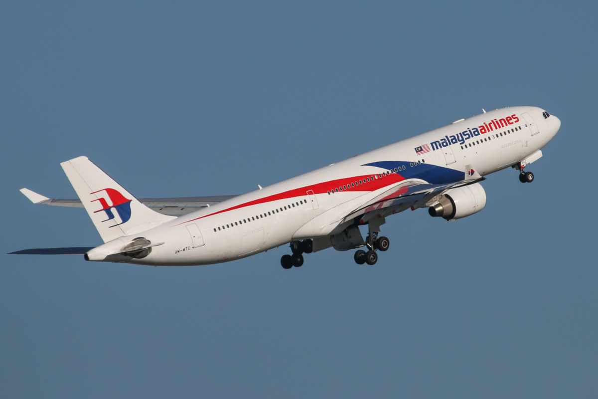 9M-MTC Airbus A330-323X (MSN 1229) of Malaysia Airlines, at Perth Airport – Mon 6 October 2014. Flight MH124 to Kuala Lumpur, after takeoff from runway 21 at 4:28pm. Photo © David Eyre