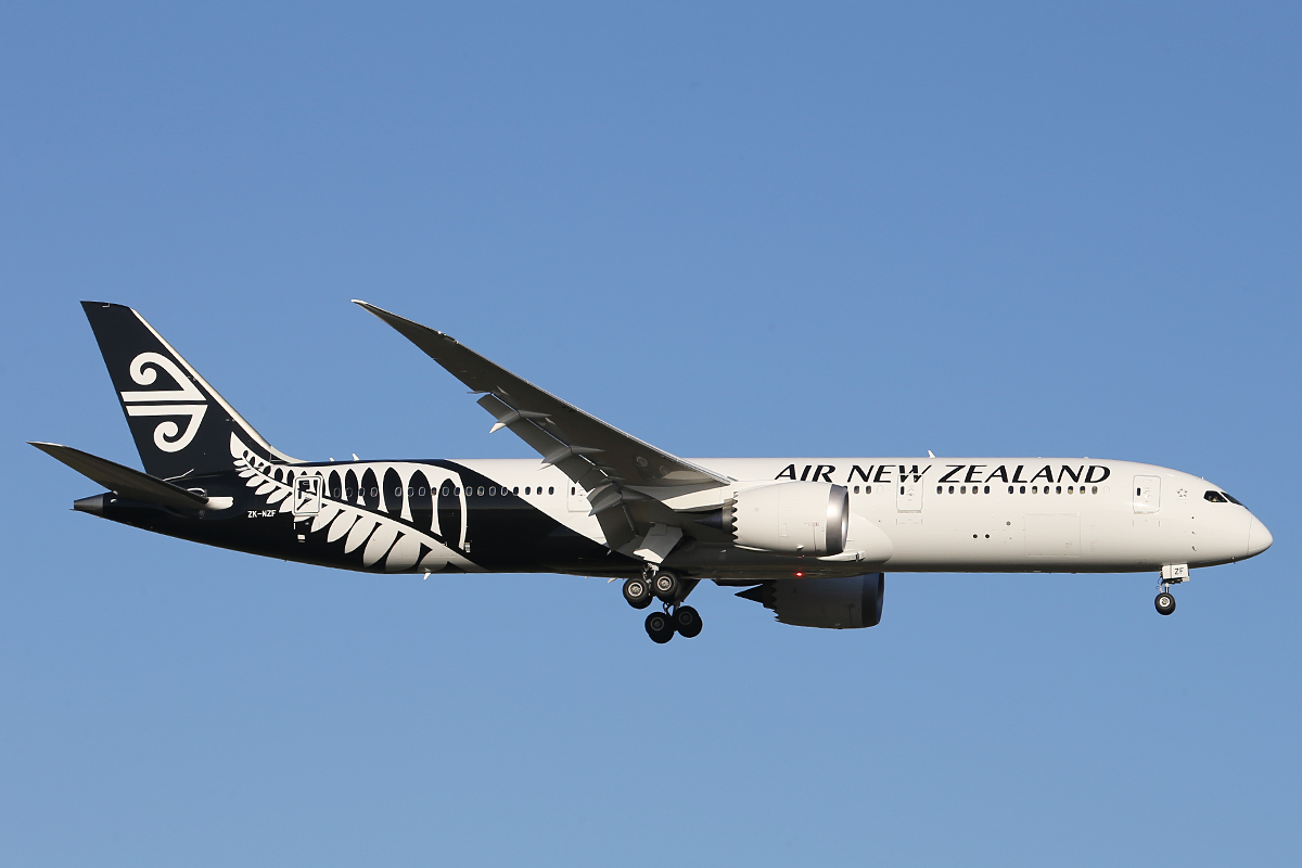 ZK-NZF Boeing 787-9 DreamLiner (MSN 34335) of Air New Zealand at Perth Airport Thurs 9 Oct 2014.