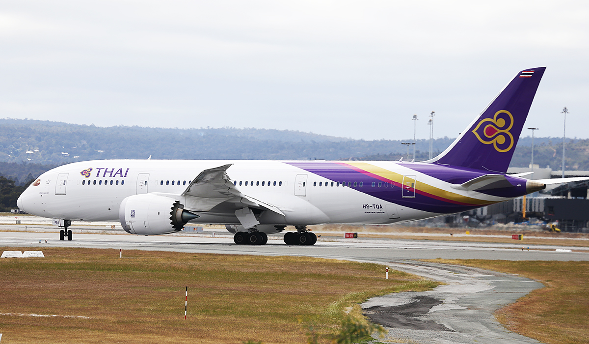 HS-TQA Boeing 787-8 DreamLiner (MSN 35315) of Thai International at Perth Airport – Sun 12 Oct 2014.