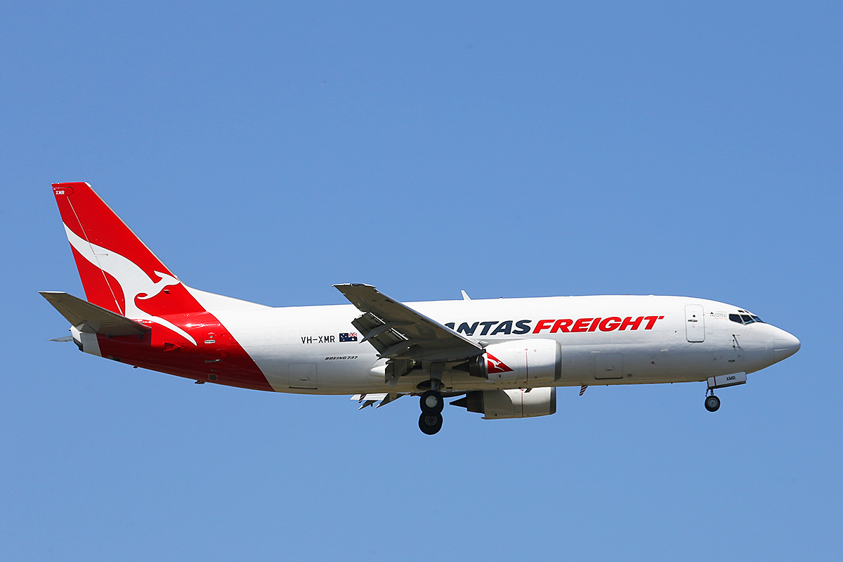 VH-XMR Boeing 737-376 (MSN 23490) of Qantas Freight at Perth Airport – Thurs 16 Oct 2014