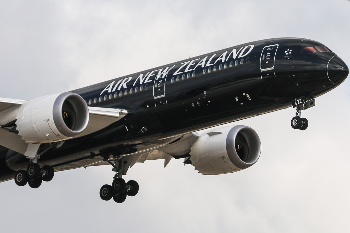 ZK-NZE Boeing 787-9 Dreamliner (MSN 34334/169) of Air New Zealand, at Perth Airport - Thu 16 October 2014. Flight NZ175 from Auckland, on final approach to runway 21 at 4:34pm. Photo © David Eyre