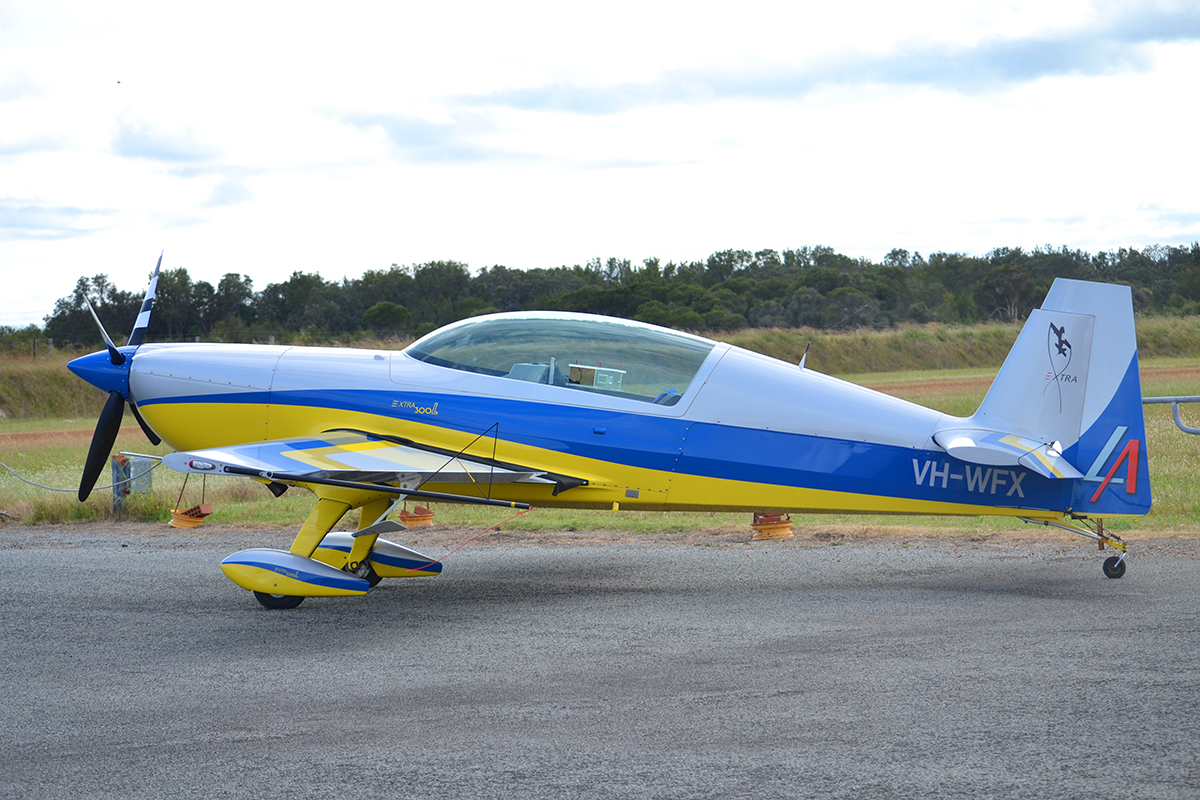 VH-WFX Extra EA 300L (MSN 1276) at Murrayfield – 18 Oct 2014.