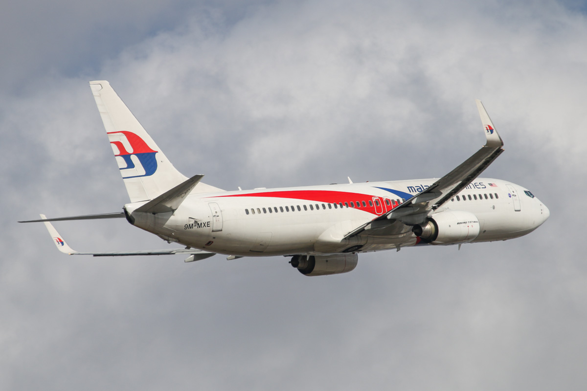 9M-MXE Boeing 737-8H6 (MSN 40132/3723) of Malaysia Airlines, at Perth Airport - Wed 22 October 2014. Flight MH120 to Kota Kinabalu, after takeoff from runway 21 at 3:21pm. Photo © David Eyre